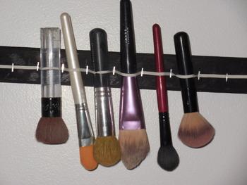 DIY Makeup Brush Drying Rack